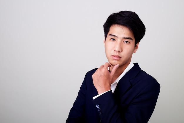 Retrato de um homem de negócios bonito jovem Foto Premium