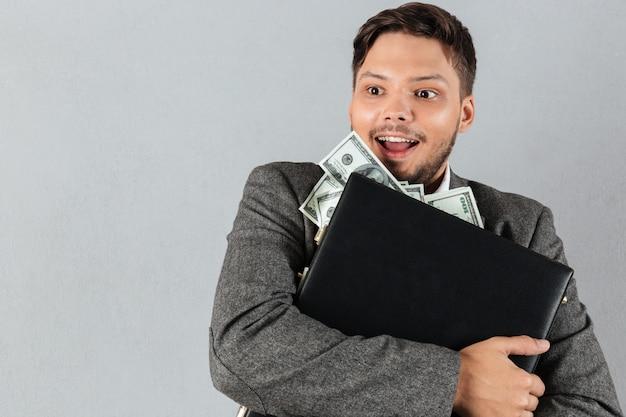 Retrato de um homem de negócios feliz Foto gratuita