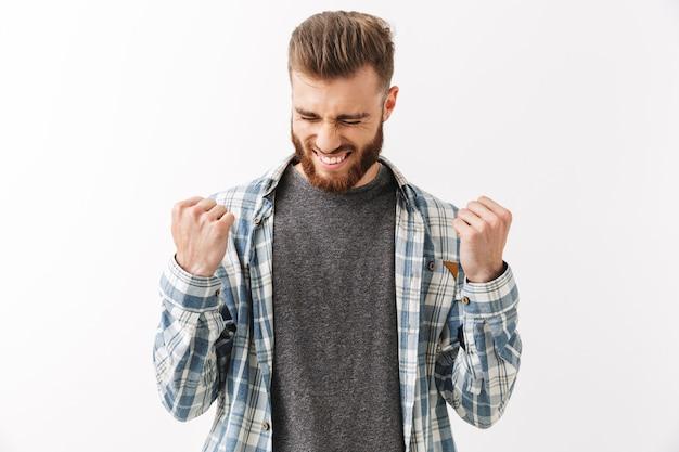 Retrato de um jovem barbudo feliz Foto Premium