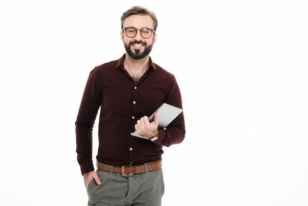 Retrato de um jovem feliz em óculos Foto gratuita