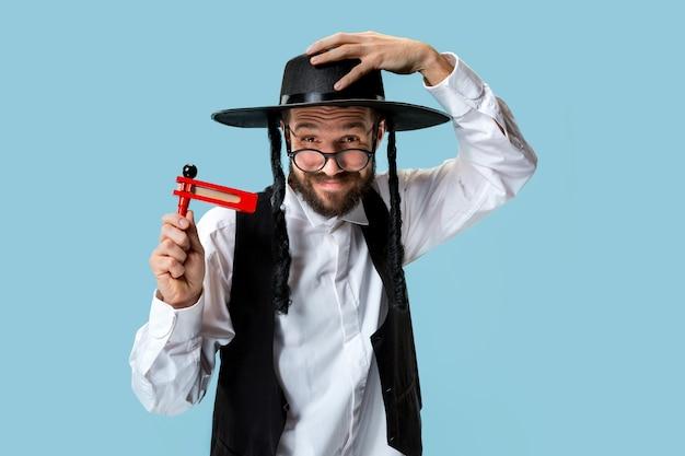 Retrato de um jovem judeu hasdim ortodoxo Foto gratuita