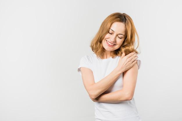 Retrato, de, um, loiro, mulher jovem, isolado, branco, fundo Foto Premium