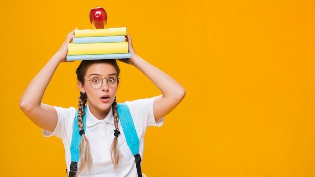 Retrato, de, um, schoolgirl, com, copyspace Foto Premium
