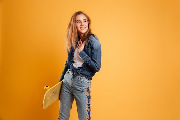 Retrato de uma jovem alegre Foto gratuita