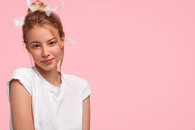 Retrato de uma jovem loira Foto gratuita