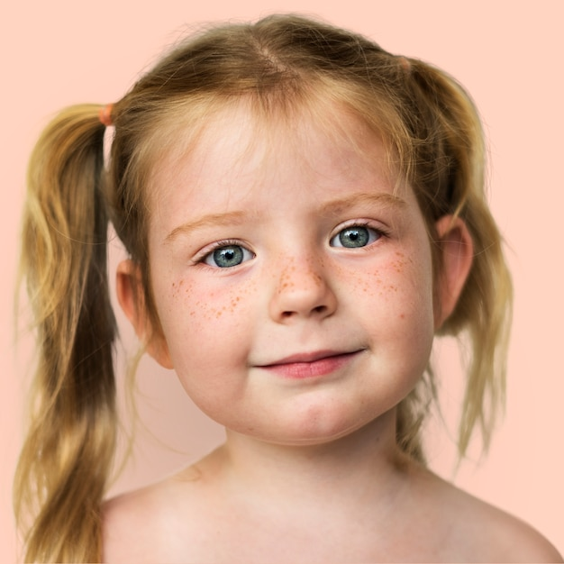 Retrato de uma menina norueguesa Foto gratuita
