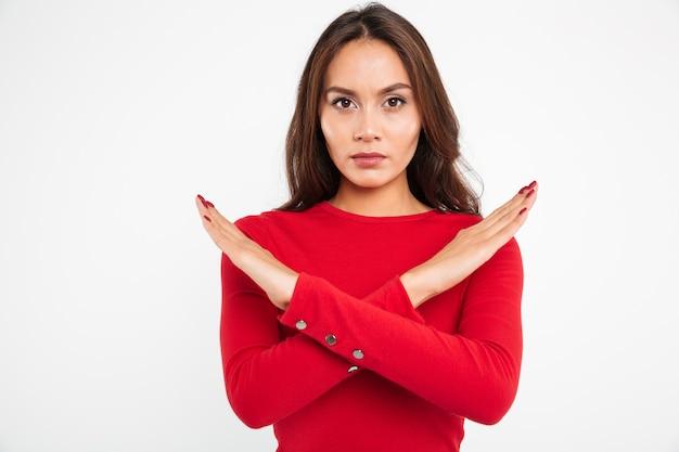 Retrato de uma mulher asiática séria concentrada Foto gratuita
