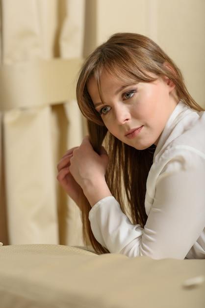 Retrato de uma mulher bonita Foto Premium