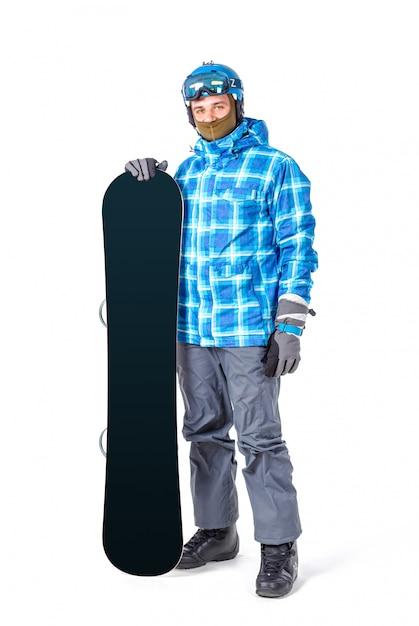 Retrato do homem novo no sportswear com o snowboard isolado em um fundo branco. Foto Premium