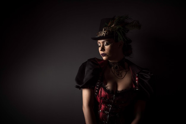 Retrato emocional de mulher jovem steampunk Foto Premium