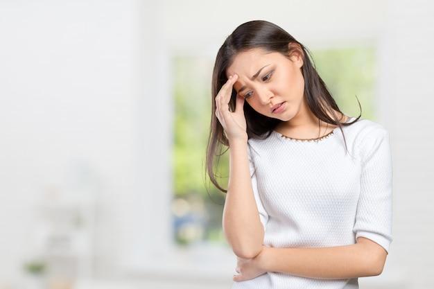 Retrato, estressado, triste, mulher jovem, ficar Foto Premium