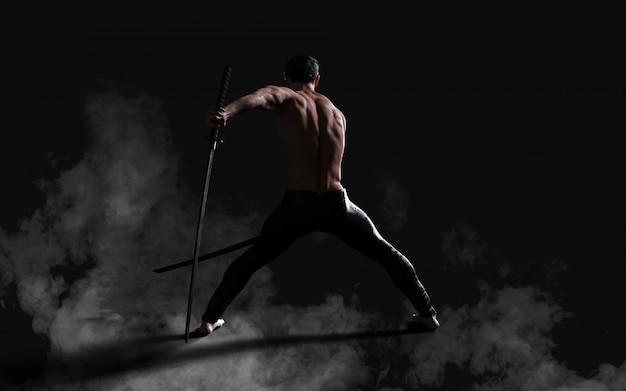 Retrato humano, de, um, bonito, muscular, antigo guerreiro, com, um, espada, com, caminho cortante Foto Premium