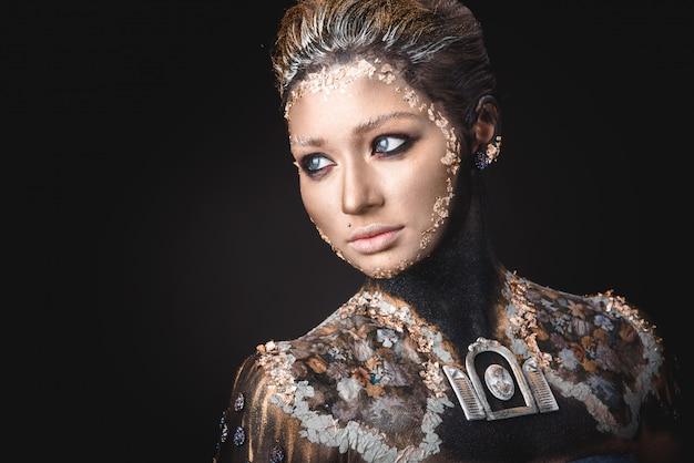 Retrato, um, menina, com, dourado, ícone, pintura, maquilagem Foto Premium
