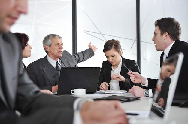 Reunião de negócios e pessoas trabalhando Foto Premium