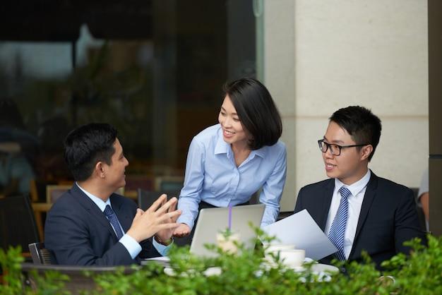 Reunião de negócios Foto gratuita