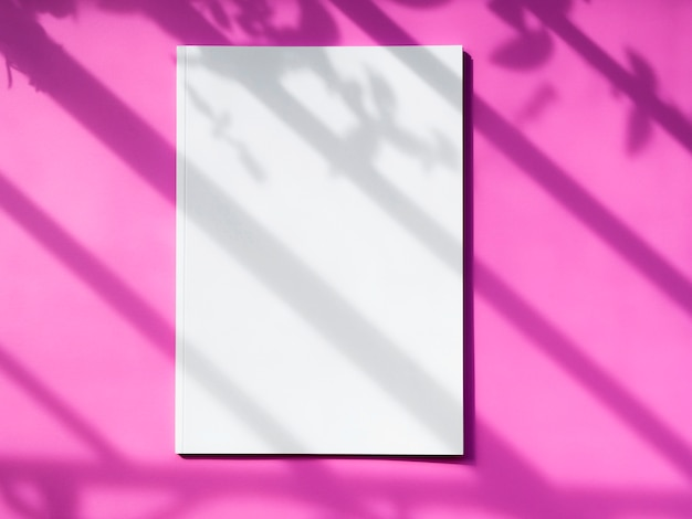 Revista de maquete de vista superior com fundo rosa Foto gratuita
