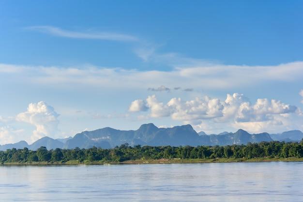 Rio mekong e bluesky, tailândia Foto Premium