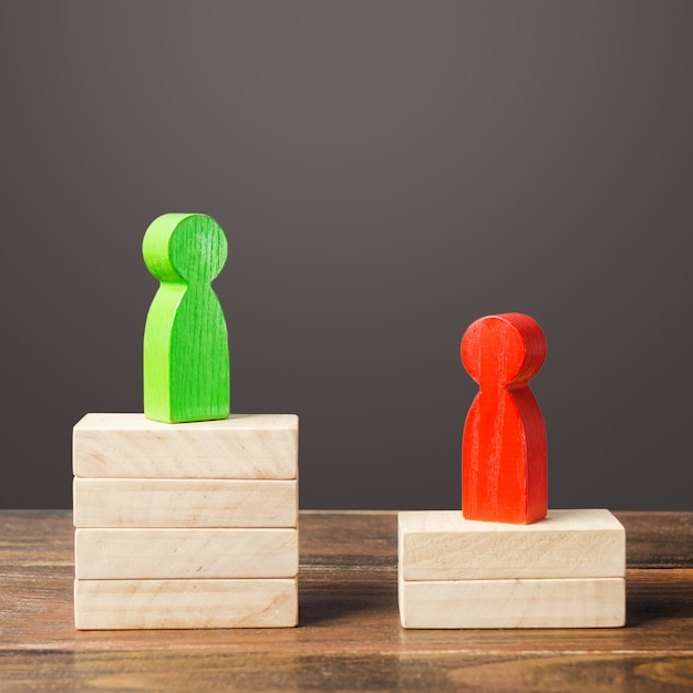 Rivalidade entre duas pessoas candidatos a adversários. popularidade dos candidatos, voto nas eleições. Foto Premium
