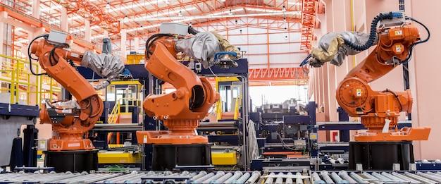 Robôs de soldagem em uma fábrica de fabricantes de automóveis Foto Premium