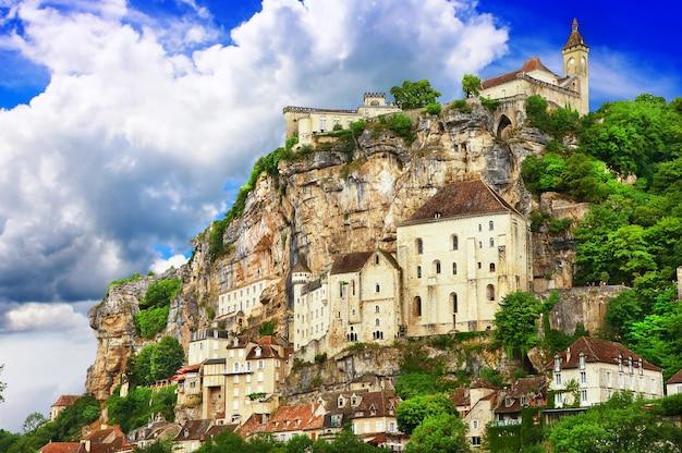 Rocamadour, uma bela vila francesa em um penhasco em midi-pyrenees. Foto Premium