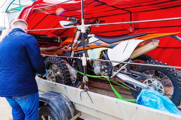Roda de motocicleta fixação mecânico Foto Premium