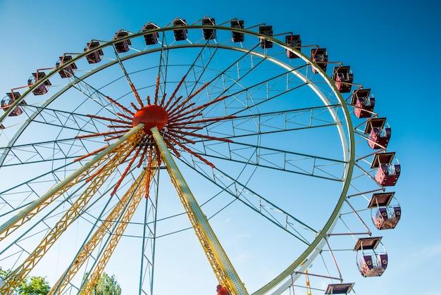Roda gigante de atração Foto Premium