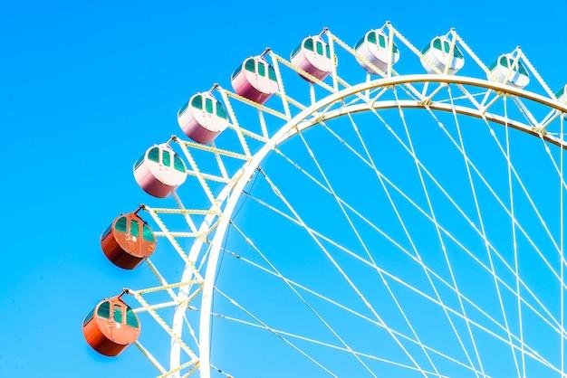 Roda gigante no parque Foto gratuita