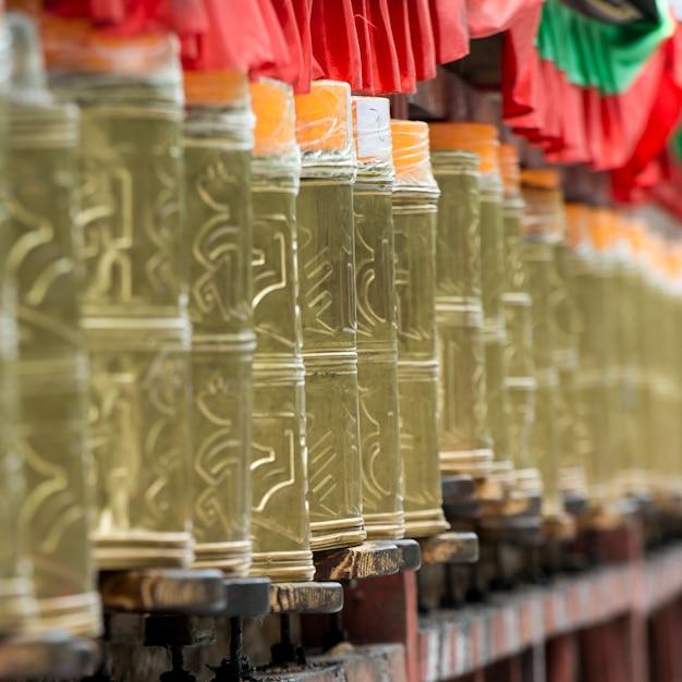 Rodas oração, em, potala, palácio, lhasa, tibet, china Foto Premium