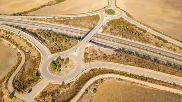 Rodovia moderna tomada por drone Foto gratuita