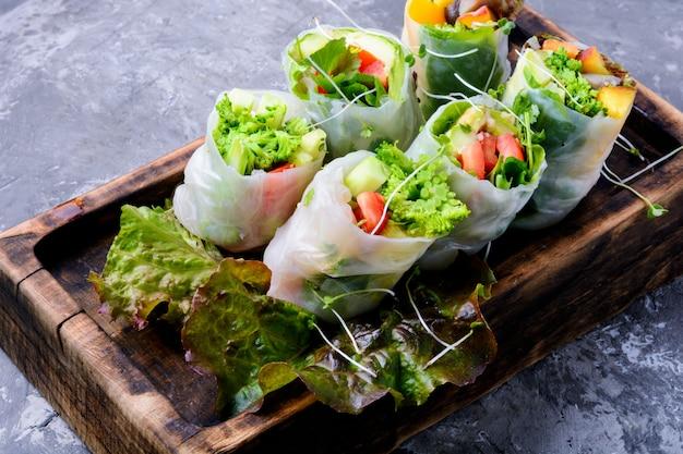 Rolinhos primavera vegetais Foto Premium