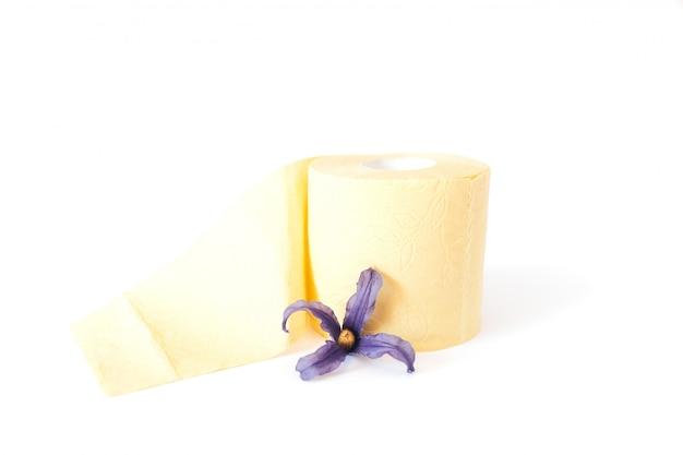 Rolo de papel higiênico amarelo com flor Foto Premium