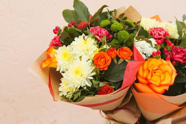 Rosas de cores vivas fundo Foto Premium