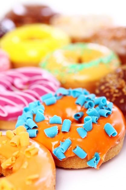 Rosquinhas coloridas e saborosas Foto gratuita