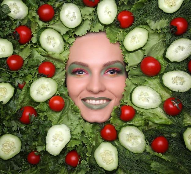 Rosto de mulher em nutrição saudável de frutas e conceito de dieta. Foto Premium
