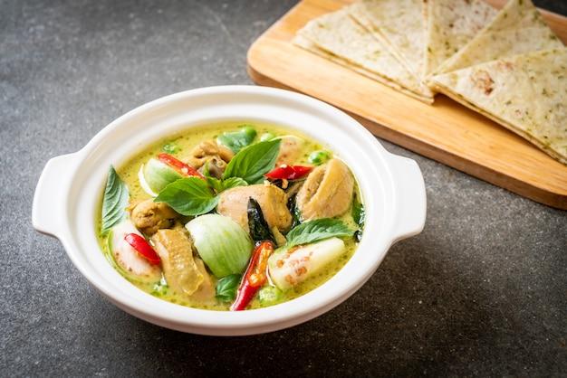 Roti e curry verde com frango Foto Premium