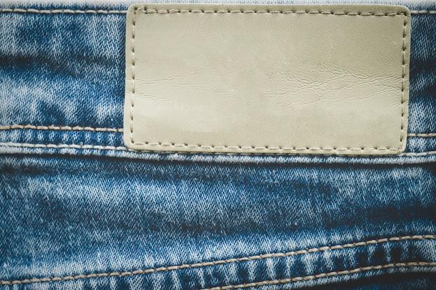 Rótulo de couro vazio em jeans Foto Premium