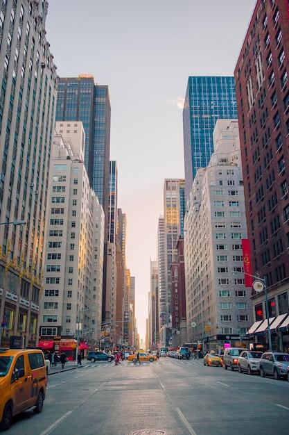 Rua bonita de new york city e de américa, o 1º de janeiro de 2018 em manhattan, new york city. Foto Premium
