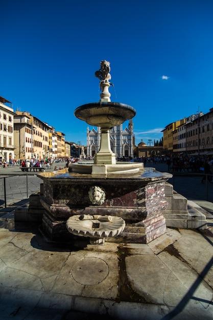 Rua estreita em florença, toscana, itália. arquitetura e marco histórico de florença. aconchegante paisagem urbana de florença Foto gratuita