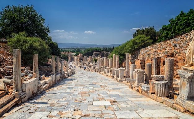 Ruínas antigas em éfeso, turquia - fundo de arqueologia Foto Premium