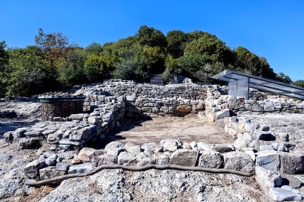 Ruínas da antiga cidade stageira em halkidiki, grécia Foto gratuita
