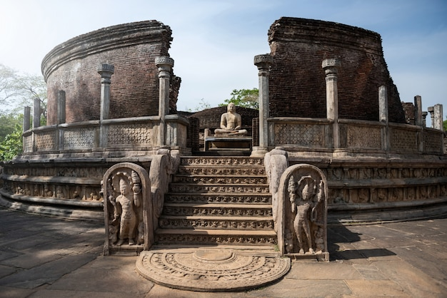 Ruínas da cidade histórica de polonnaruwa, sri lanka Foto Premium
