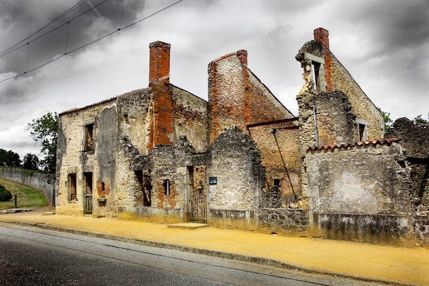Ruínas de casas destruídas por bombardeio Foto Premium