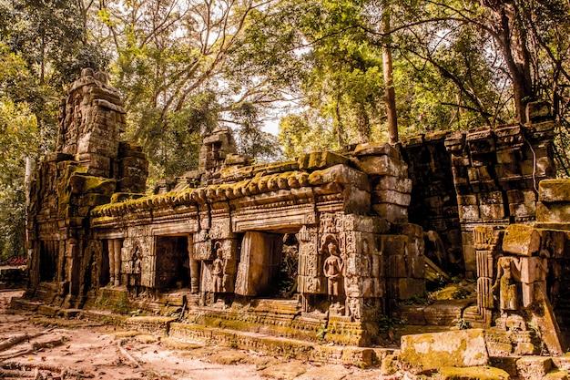 Ruínas misteriosas do antigo templo ta prohm Foto Premium