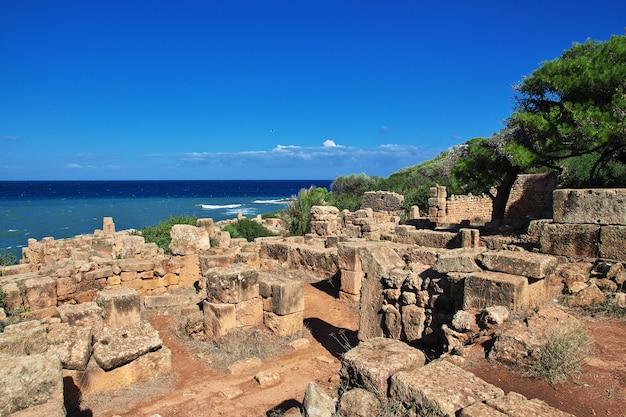 Ruínas romanas de pedra e areia na argélia Foto Premium