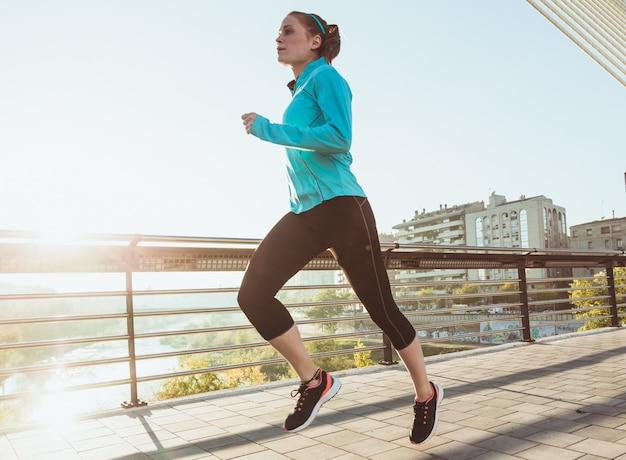 Running esportista jovem Foto gratuita