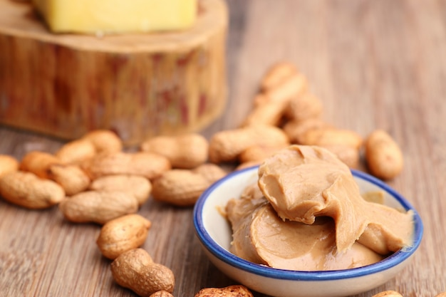 Saborosa manteiga de amendoim cremosa Foto Premium