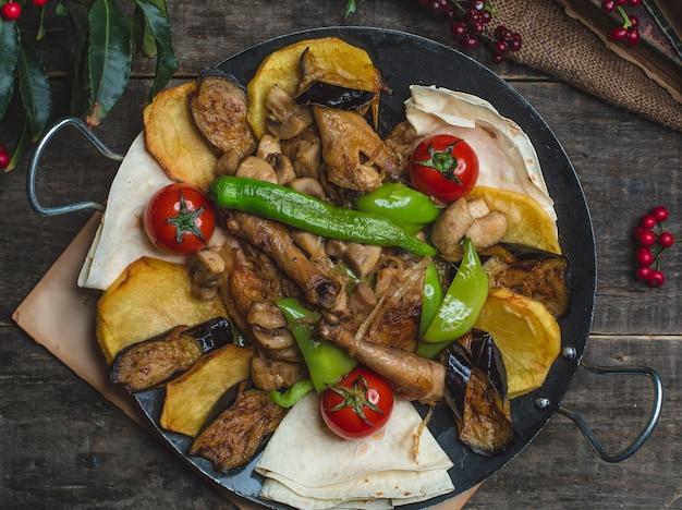 Sac ichi com pernas de frango e legumes Foto gratuita