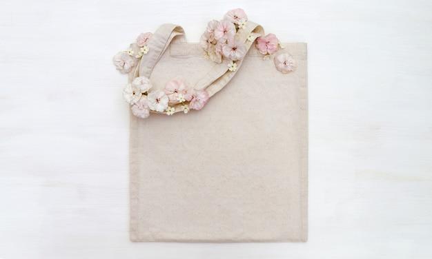 Sacola de compras com flores Foto Premium