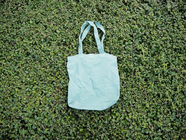 Sacola de compras simples tote salvar a terra vai verde Foto Premium
