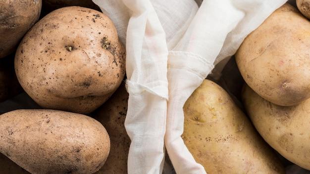 Sacos de batatas close-up Foto gratuita